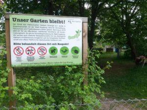 """Schild """"unser Garten bleibt"""""""